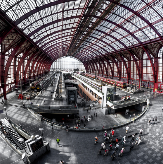 Centraal Station - copyright Dave Van Laere